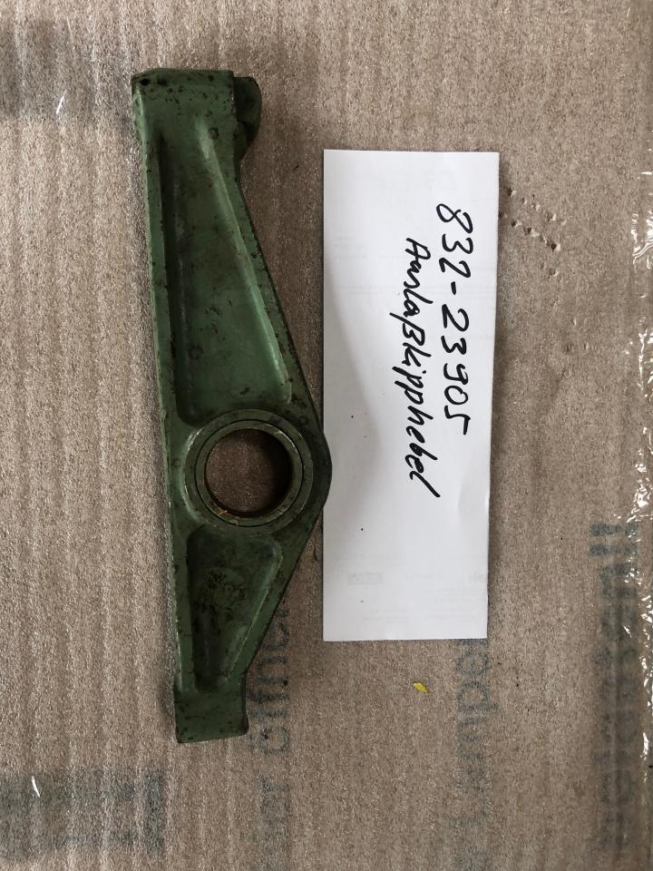Outlet Rocker Arm 832-23905 for SKL NVD 48 A2/A3 used, in good condition, dismantled from running engine _side view